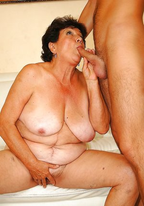 Chubby Girl Sucking Cock Pics