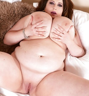 Chubby Wet Pussy Pics