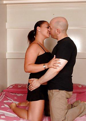 Chubby Kissing Pics